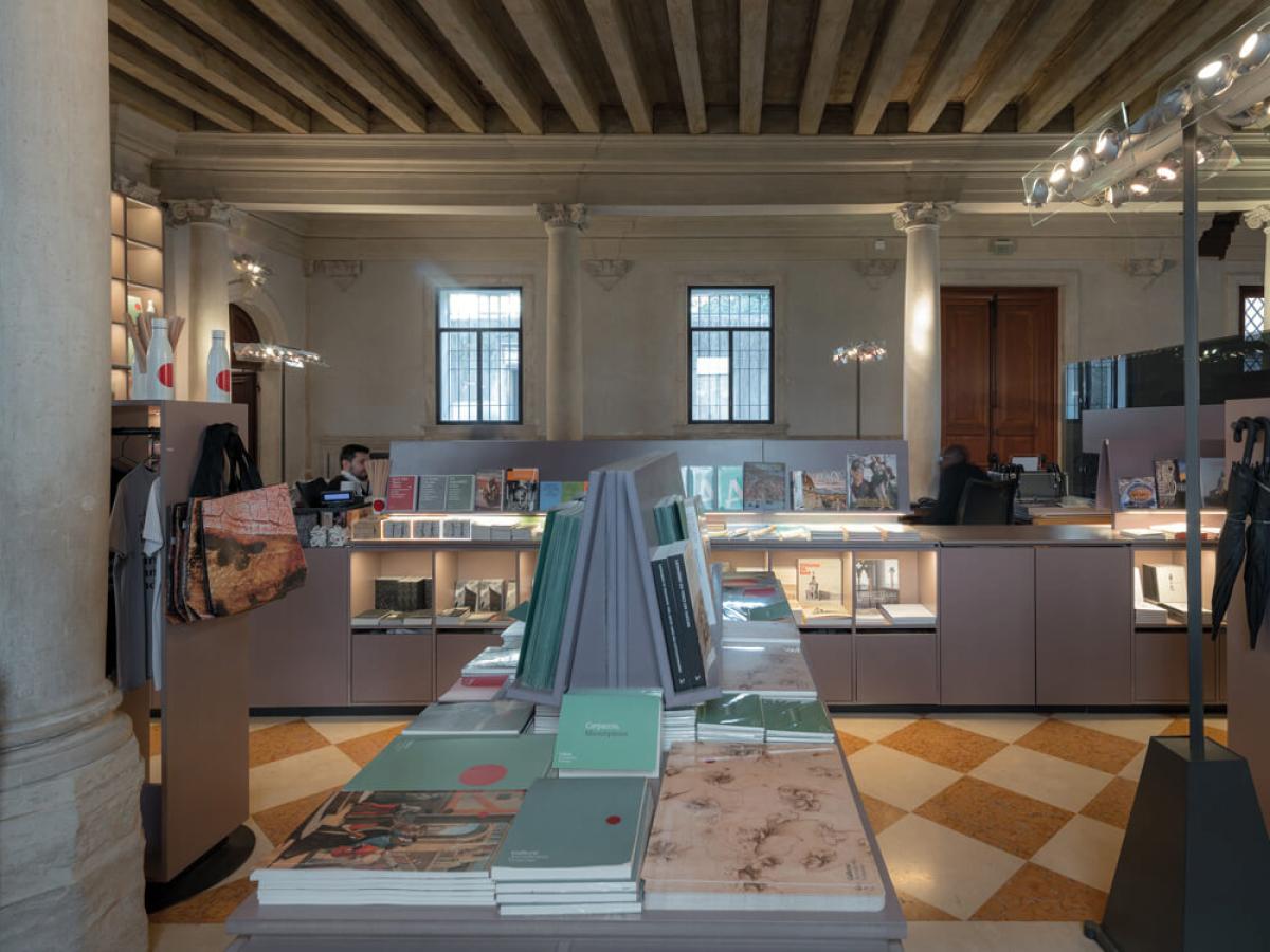 Gallerie-dellAccademia-di-VeneziaMiniguides-Merchandising-009