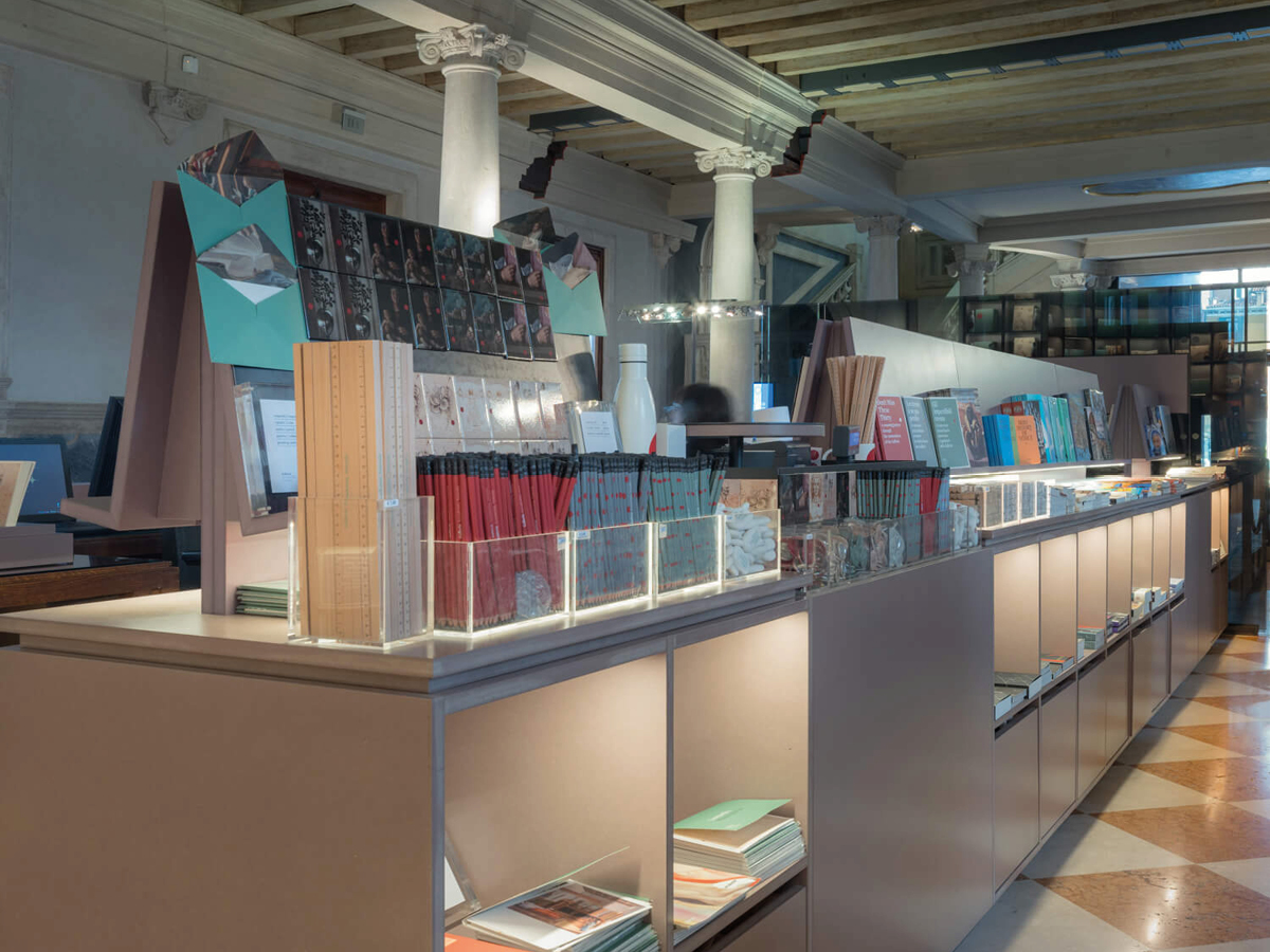 Gallerie-dellAccademia-di-VeneziaMiniguides-Merchandising-010